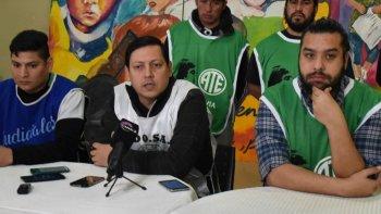 En Caleta Olivia, los dirigentes Oscar Huanco (Judiciales), Osvaldo Mazo (ADOSAC) y Carlos Garzón (ATE) anunciaron que la concentración de trabajadores se realizará en la plazoleta del Gorosito.