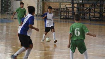Una nueva jornada de competencia desarrolló el fútbol de salón promocional en el gimnasio municipal 2.