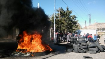 protesta con quema de cubiertas en nuevo cerro dragon