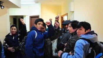 mapuches fueron recibidos por otranto y abandonaron la toma