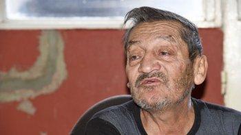 Manuel Riquelme dijo que abrió la puerta y los dos jóvenes entraron a buscar dinero en las habitaciones.