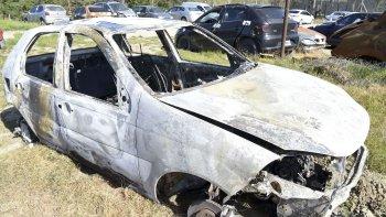 El Fiat Palio fue robado entre las 21:40 del lunes y las 8:40 del martes en el barrio San Cayetano y apareció quemado en el camino a los molinos el martes a las 21:15