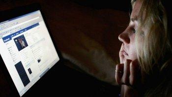 revisar facebook, mails o el celular es un delito federal