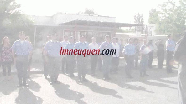 Policías interpretaron el himno nacional en lenguaje de señas