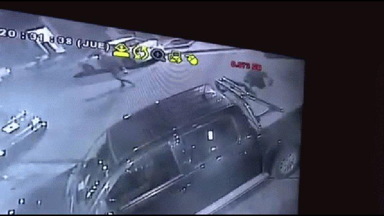 Denuncian ola de robos y vandalismo contra vehículos en el barrio Roca