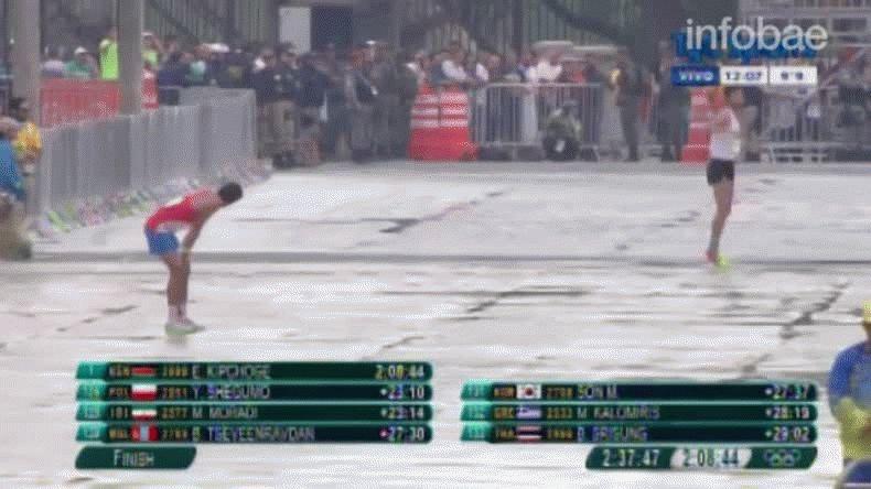 Sin fuerzas, acalambrado y llorando terminó la maratón