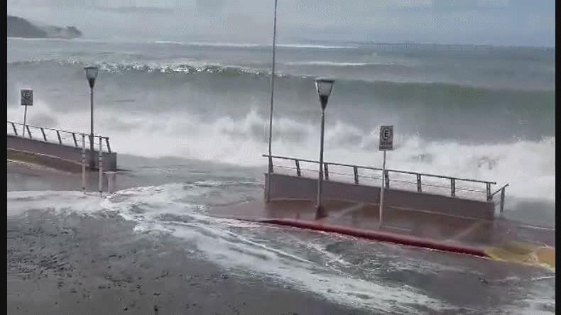 Imágenes de la marejada enviadas por Luis vía Whatsapp.