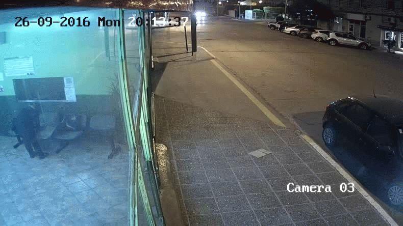 El robo frustrado en un comercio céntrico quedó registrado en cámaras de seguridad