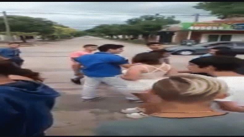 Brutal golpiza a una mujer policía