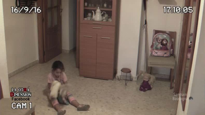 Registró con cámaras de seguridad los espíritus que atormentan a su hija